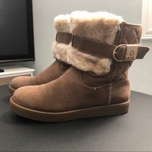 Shoes - Guess boots